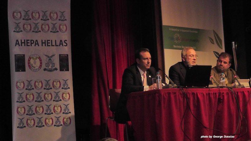 Συντονιστής Βασίλης Πετκίδης, Οικονομολόγος Ευστάθιος Τζωρτζόπουλος, οικονομολόγος (Υπουργείο Οικονομικών), Αντώνης Καρποντίνης, οικονομολόγος, τ. Επόπτης της ΔΟΥ Κατοίκων Εξωτερικού